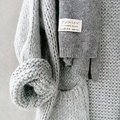 Monochrome aesthetic minimal classic Source by agnetazhsteffes summer minimal classic Grey Fashion, Look Fashion, Winter Fashion, Vogue, Mode Style, Style Me, Gray Aesthetic, Winter Mode, Minimal Classic