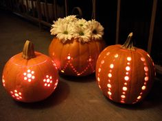 A very simple DIY pumpkin lantern carving idea using a drill from Crafty Nest for your Halloween party. Holidays Halloween, Halloween Crafts, Halloween Decorations, Halloween Party, Fall Decorations, Thanksgiving Decorations, Pretty Halloween, Halloween 2017, Thanksgiving Table