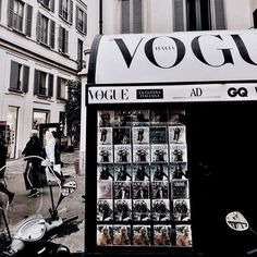 Image about vogue in Books & Magazines by blondechanel Classy Aesthetic, Black And White Aesthetic, City Aesthetic, Beige Aesthetic, Aesthetic Vintage, Aesthetic Photo, Aesthetic Pictures, Black And White Photo Wall, Fashion Wallpaper