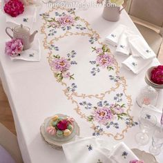 Patterns for cross stitch tablecloth - Charts and drawings - Manidifata. Embroidery Patterns Free, Machine Embroidery, Embroidery Designs, Cross Stitch Rose, Cross Stitch Flowers, Ribbon Embroidery, Cross Stitch Embroidery, Cross Stitch Designs, Cross Stitch Patterns