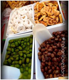 Olives and taralli from #Puglia at #streetfood #Arezzo.