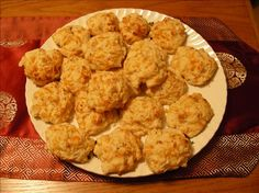 """Red Lobster Cheddar Bay Biscuits~ I found this """"copycat"""" recipe from a website. It is so easy and incredibly good! I've made this several times for my family and friends and they just love them. They think these are better than the ones served in the restaurant! I add extra cheese on top (maybe that's the key). Hope you enjoy!"""