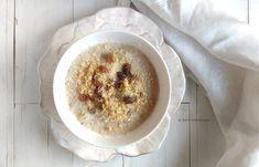 Coccoliamoci il mattino con questa Crema di riso mele e uvetta alla Berrino, una ricetta macrobiotica che fa bene e ci mette gioia