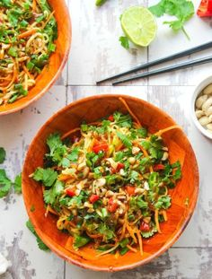 Veggie Pad Thai Salad with a sweet and savory peanut dressing - ready in 15 minutes or less. This spicy noodle bowl uses julienned zucchini in place of noodles making it perfect as light lunch or dinner side. Raw Food Recipes, Vegetarian Recipes, Dinner Recipes, Healthy Recipes, Bariatric Recipes, Yummy Recipes, Soup Recipes, Recipies, Veggie Pad Thai