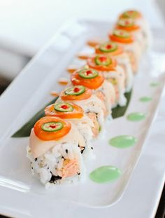 hamachi heaven roll - sushi axiom in dallas, texas. photograph by matthew shelley Joey (乔伊) Ngoy Sushi Recipes, Cooking Recipes, Japan Sushi, Cooking Sushi, Sushi Love, Sushi Party, Brunch, Sushi Rolls, Japanese Food