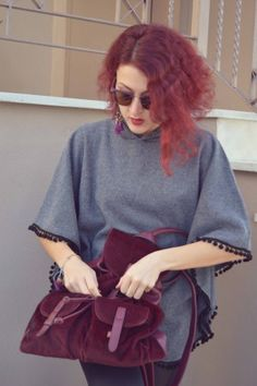 #streetstyle #poncho #redhead #cool #backpack World Street, Redheads, Street Styles, Backpack, Fashion, Red Heads, Bag Pack, Moda, Fashion Styles