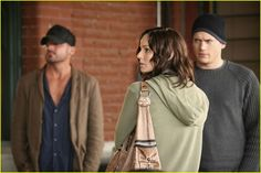 Linc, Sara and Michael Prison Break 2, Sara Tancredi, Lincoln Burrows, Wentworth Miller Prison Break, Michael And Sara, Broken Pictures, Best Tv Couples, Sarah Wayne Callies, Dominic Purcell