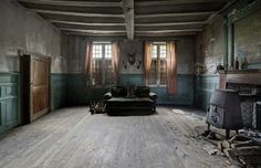 World Of Mysteries: Abandoned Mansion of a German Doctor (19 pics)