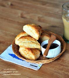먹을수록 자꾸 손이가는 스타벅스 플레인스콘 만들기 : 네이버 블로그 French Toast, Bread, Breakfast, Food, Food Food, Morning Coffee, Brot, Essen, Baking