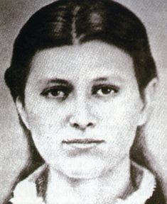 Roseanna McCoy's tale is a classic story of a girl who loved too much. Little did she know how completely her happiness was doomed. Nor that she would become fuel in America's most famous, brutal feud. Us History, Family History, American History, Hatfield And Mccoy Feud, Hatfields And Mccoys, The Mccoys, School Pictures, School Pics