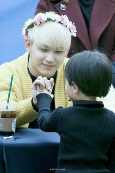 Aw Hyunsik with a kid, aaahh so cute!
