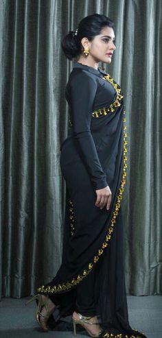 Indian Actress Niveda Thomas In Black Saree At Zee Telugu Apsara Awards Beautiful Girl Indian, Most Beautiful Indian Actress, Beautiful Saree, Gorgeous Women, Beautiful Actresses, Indian Actress Hot Pics, Indian Actresses, Beauty Full Girl, Beauty Women