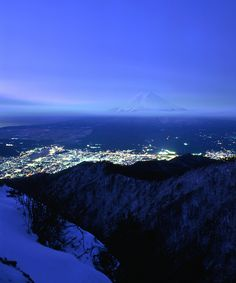 Mt. Fuji is covered with a blanket of snow : Photo by ゴルゴン蔵 on PHOTOHITO