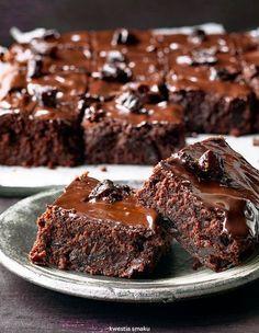 Piernikowe brownie z suszonymi śliwkami