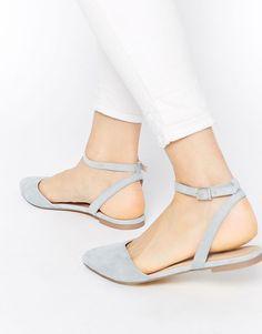 ASOS - Ballerinas in Eisblau - gibt es zwar leider nicht mehr, aber sind eine tolle Inspiration für Must-Have Sandalen! Ice Blue Ballerina Sandals / Sandals Summer 2017 / knuckle ballerinas ice blue / Ballerina Shoe Trend / Shoes Summer 2017 | Stylefeed