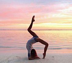 Schöne Pose Yoga Fotografie - Yoga & Fitness - New Ideas Yoga Beginners, Beginner Yoga, Advanced Yoga, Poses Gimnásticas, Dance Poses, Yoga Dance, Yoga Music, Yoga Inspiration, Fitness Inspiration