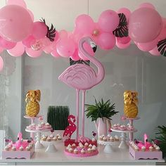 Flamingo Party: 90 photos + tutorials for an incredible celebration Flamingo Party, Flamingo Birthday, Pink Birthday, 50th Birthday Party Decorations, Cake Table Birthday, Diy Party Decorations, Party Themes, Birthday Parties, Party Ideas