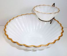 Vintage Fire King Anchor Hocking Opaque Milk White Gold Accent Chip & Dip Vintage Kitchenware, Vintage Dishes, Vintage Glassware, Glass Kitchen, Kitchen Sets, Dip Bowls, Chip And Dip Bowl, Relish Trays, Vintage Fire King