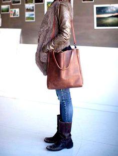 Sale -Brown Leather Tote - brown leather bag - large brown tote - Travel Bag - Leather Market bag - leather shopper - on sale- Sale Braun Leder Tote Bag – braun Ledertasche – großen braun – Distressed Brown Leder-Reisetasche Tote Bags, Duffle Bags, Bag Essentials, Best Travel Bags, Brown Leather Totes, Market Bag, Mode Inspiration, Large Bags, Bag Accessories