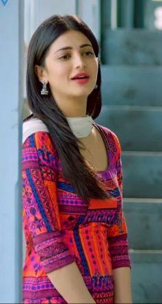 Shruti Haasan Shruti Haasan (born 28 January is an Indian film actress and singer who works predominantly in Tamil, Telugu and H. Beautiful Girl Indian, Most Beautiful Indian Actress, Beautiful Women, Beautiful Bollywood Actress, Beautiful Actresses, Arabian Beauty Women, Prity Girl, Indian Photoshoot, Dehati Girl Photo