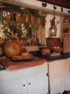 Primitive Gingerbread Christmas ~ Tasha's Gingerbread with Garland over the Nook Entryway