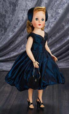 The American Character company, ACDC — Vinyl Sweet Sue Sophisticate Toni Wearing Ink-Blue Taffeta Dress, 1958 Old Dolls, Antique Dolls, Pretty Dolls, Beautiful Dolls, Vintage Girls, Vintage Toys, Vintage Barbie, Girl Dolls, Barbie Dolls