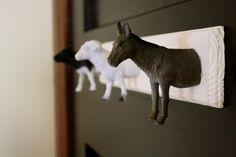 Garderobenhaken für das Kinderzimmer mit Tierfiguren selber gestalten