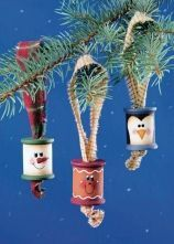 Upcycled painted spoon ornaments for your Christmas tree!