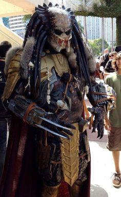 Eu (Géssica) sempre curti o Predador por perceber algo de 'humano' nele. Naquele filme péssimo (Alien x Predador) isso ficou bem claro. E esse cosplay é maravilhoso, hein? Cacilda!!!
