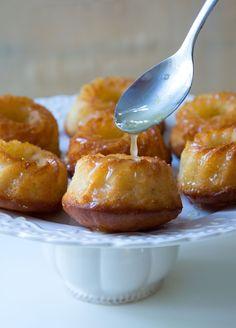 Citronová bábovka s kysanou smetanou. Skvělá i jako muffiny! Kefir, Pretzel Bites, Bread, Food, Lemon, Brot, Essen, Baking, Meals