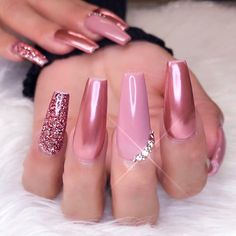 Chrome nail is a popular nail art design in recent years. Chrome nails use the latest technology. They use some gold or silver or other metallic colors to make them look metallic. Have you tried Chrome nail art designs before? If not, look at the 35 Glam Nails, Classy Nails, Bling Nails, Matte Nails, Trendy Nails, My Nails, Hair And Nails, Diva Nails, Nail Art Designs