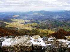 Shenandoah's 105-mile Skyline Drive has 75 overlooks for dramatic views of the Shenandoah Valley.