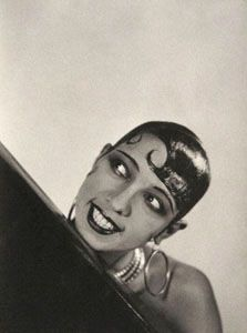 American-born, French dancer, singer and actress, Josephine Baker. portrait by George Hoyningen-Huene Josephine Baker, Vanity Fair, Nostalgia, The Dancer, Civil Rights Activists, Hollywood, Glamour, Anniversary Photos, Beautiful Mind