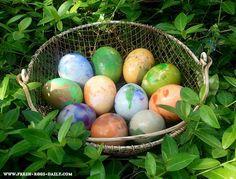 Marbled Easter Eggs   http://fresh-eggs-daily.blogspot.com/2012/04/marthas-marbled-easter-eggs.html