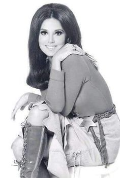 that girl TV popular comedy series of Marlo Thomas Marlo Thomas, Danny Thomas, 60s And 70s Fashion, Fashion Tv, Timeless Beauty, Classic Beauty, Classic Tv, Beautiful People, Beautiful Women
