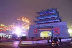 Kaifeng Night Market Photo by: Charles Lin #kaifeng #ngihtmarket #amazinghenan #wherechinabegan #beautifulchina #henan #china www.visithenan.org