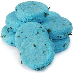 Solid shampoo, adds volume and is super duper nice! plus lasts for ages. What mo. Lush Cosmetics, Handmade Cosmetics, Solid Shampoo, Shampoo Bar, Lush Shop, Lush Fresh, Best Shampoos, Home Made Soap, Pretty Good
