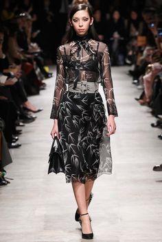 Rochas Fall 2015 Ready-to-Wear Fashion Show - Issa Lish (PREMIUM)