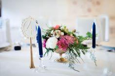 INNA Studio_flowers for wedding / wedding decoration / dekoracja sali / kompozycje kwiatowe / dekoracja stołów / fot. Aga Bondyra Fotografia