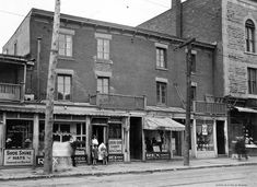 Old Montreal, Montreal Ville, Vintage Bakery, 10 Picture, The Good Old Days, Old Pictures, Rue, Vintage Photos, The Neighbourhood