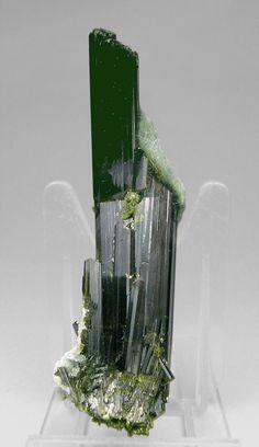 Epidote crystals on matrix with with Actinolite (Byssolite) / Knappenwand, Salzburg, Austria