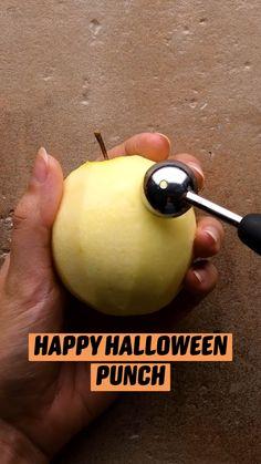 Halloween Snacks, Hallowen Food, Halloween Dinner, Halloween Goodies, Halloween Birthday, Halloween Punch, Easy Halloween, Halloween Costumes, Halloween Party Recipes