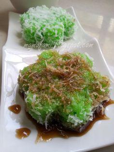 MamaFaMi's Spice n Splendor : Kuih Lopes Asian Snacks, Asian Desserts, Asian Recipes, Chinese Desserts, Malaysian Cuisine, Malaysian Food, Nyonya Food, Goody Recipe, Malaysian Dessert