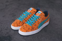 Puma Pack brings back a true classic: discover the new Suede Since 93 Pack. Puma Sneakers Shoes, Sneakers Outfit Men, Pumas Shoes, Nike Shoes, Puma Suede, Puma Tennis, Fab Shoes, Stylish Mens Outfits, Boys Shoes