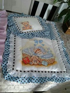Baby Dress Patterns, Baby Clothes Patterns, Baby Girl Quilts, Girls Quilts, Baby Painting, Fabric Painting, Owl Quilts, Diy Crafts Crochet, Baby Sheets
