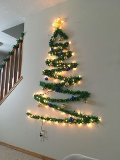 Pallet Wood Christmas Tree, Wall Christmas Tree, Creative Christmas Trees, How To Make Christmas Tree, Traditional Christmas Tree, Alternative Christmas Tree, Ribbon On Christmas Tree, Christmas Bedroom, Christmas Lights Etc
