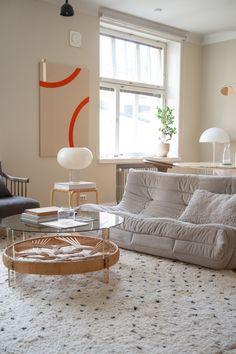 Sisustusstailisti Pinja Forsmanin koti on ihana yhdistelmä design-klassikoita ja kirpparilöytöjä. Seoul Apartment, Dream Apartment, Interior Inspiration, Interior Ideas, Album, Interior Design, Room, Future, Home Decor