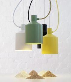 Silo, a luminária desenhada pelo estúdio suecoNote Design Studiopara a Zerotem uma pequena influência dasilhueta clássicade um silo de grãos.  Refinados durante as etapas do processo, a luz de suspensão é concebida minimamente .  A peça será aprese ...