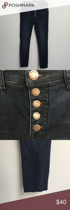 NEW Free People button fly frayed hem jeans 28 Free People button fly jeans with raw frayed hems. Perfectly on trend. New without tags. Tag marked to prevent in store returns. Free People Jeans Skinny