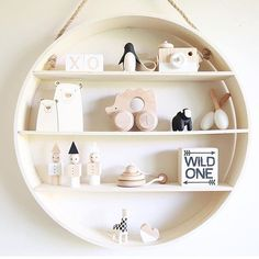 Monochromatic Nursery, anyone?! A little #shelfie love from @frankie_and_co_designs!